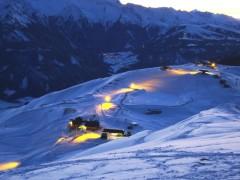 Imagebild Bergstation Smaragdbahn bei Nacht