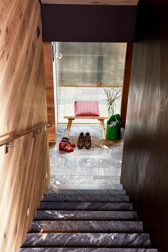 Imagebild Stiege und Garderobe