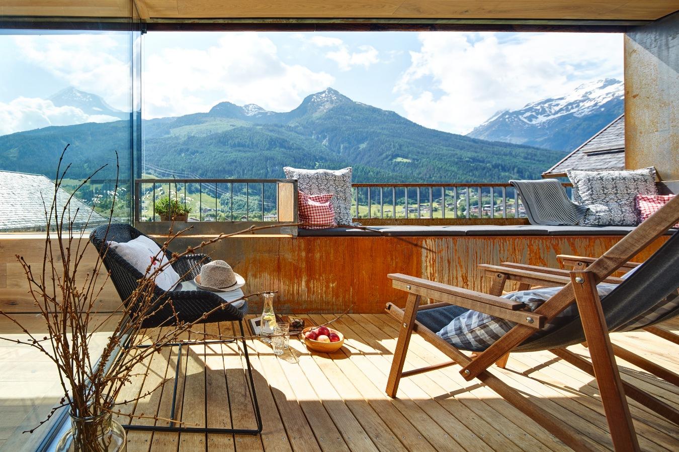 Imagebild Terrasse Süd Aussicht auf die umliegenden Berge
